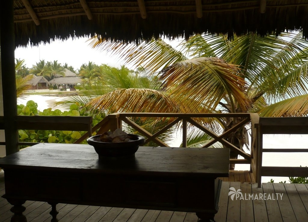 Бунгало в Доминикане на берегу моря в резиденции Калетон (Вид на пляж с террасы)