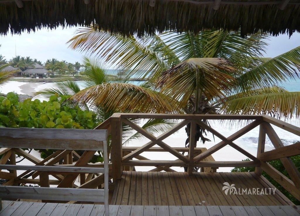 Бунгало в Доминикане с видом на пляж в резиденции Калетон (Caleton) на элитном курорте Кап Кана (Cap Cana)