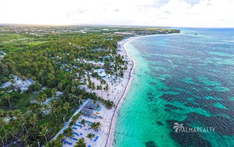 побережье вокруг Playa Coral