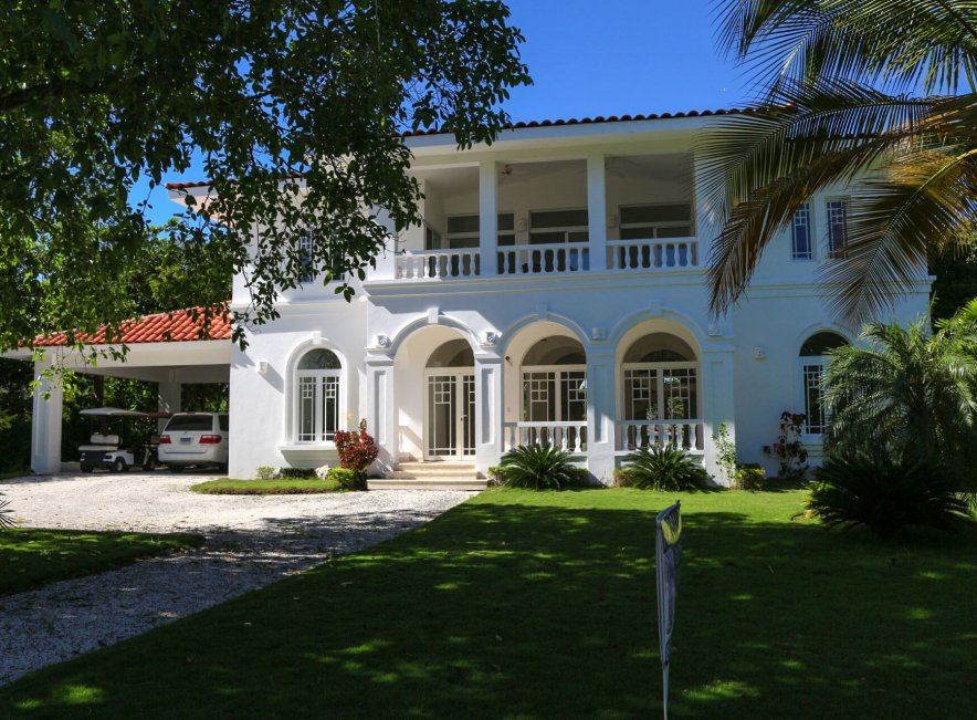Продается вилла на первой линии у моря в Пунта-Кане (Доминиканская Республика)