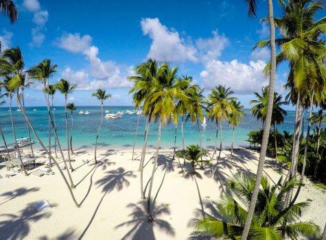 Пляж на котором расположен Playa Coral