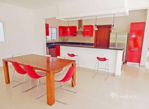 Отдельная от гостиной кухня и столовая Гостиная