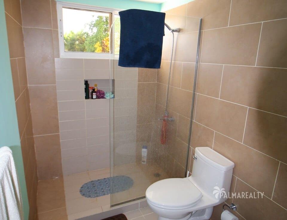 Ванная комната в бирюзовой спальне