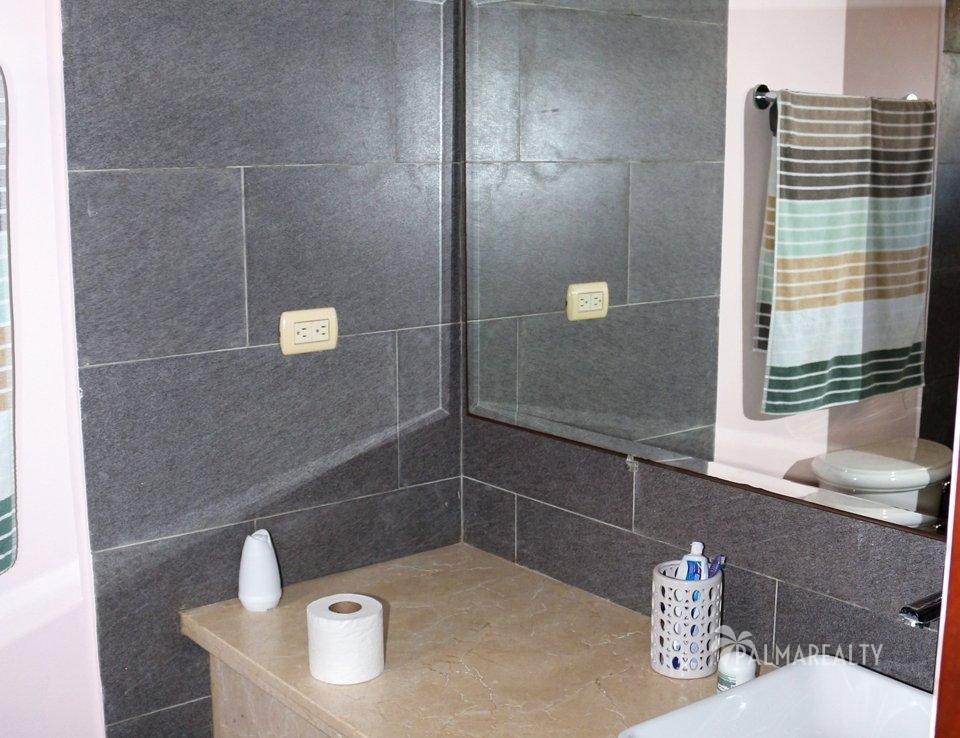 Ванная комната в розовой спальне
