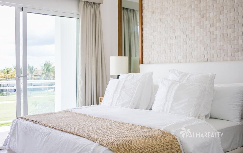 Спальня в 2х-этажных апартаментах