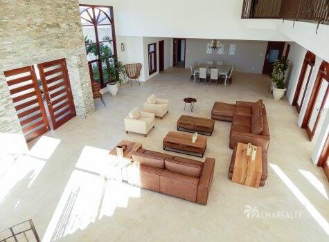 Гостиная (вид с лестницы)