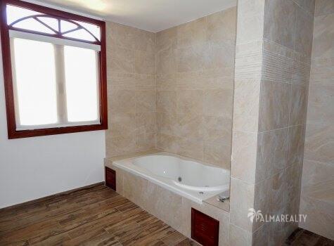 Ванная комната в главной спальне